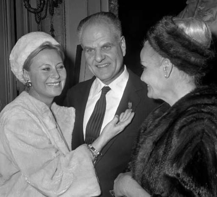 Jean Delannoy met de Franse actrices Michéle Morgan (links) en Madeleine Sologne (rechts). Beeld UNKNOWN