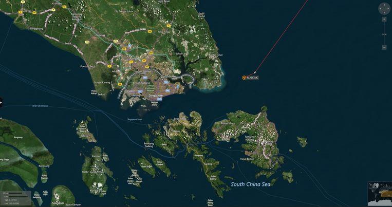 De plaats waar het marineschip in aanvaring kwam met de Liberiaanse olietanker. Beeld reuters