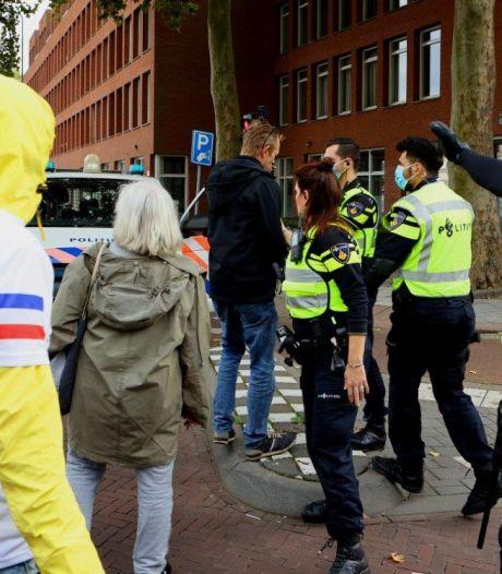 Protest tegen coronaspoedwet in Den Bosch ontbonden omdat demonstranten zich niet aan regels hielden
