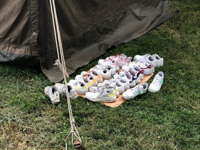 Schoenen uit tijdens het kamperen op de boer in Beuningen.
