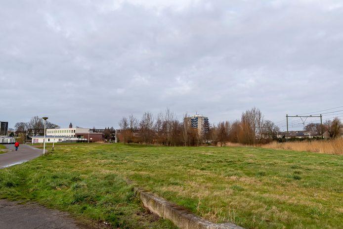 Op dit stukje grond aan de Sportlaan in nieuwbouwwijk Markiezaten komen de eerste 11 tiny houses van Bergen op Zoom.