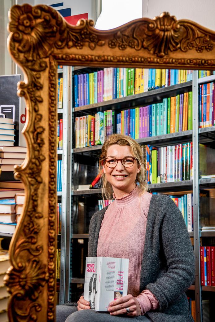"""Tanja Helderman bij boekhandel Donner: ,,Mijn dochter heeft me ertoe gebracht ook aan de slag te gaan met gedichten."""""""