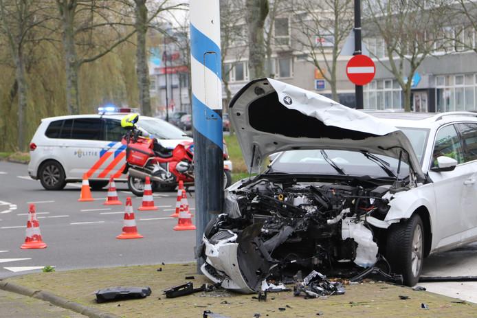 De twee voertuigen die bij het ongeluk betrokken waren, liepen flinke schade op.