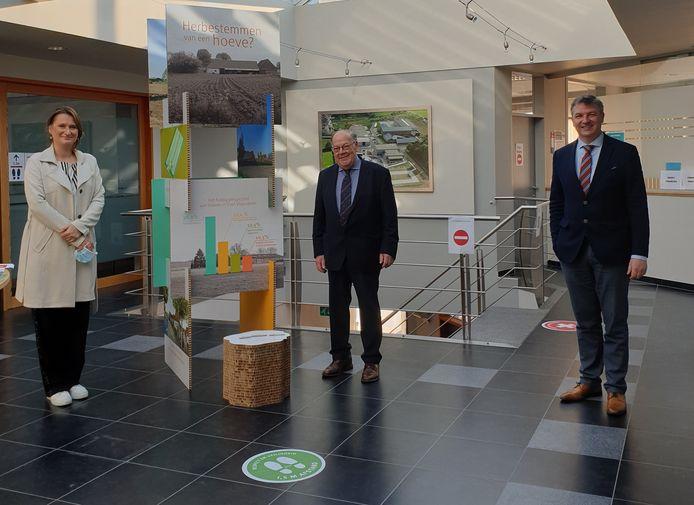 De eerste infozuil staat in het gemeentehuis in Lierde.