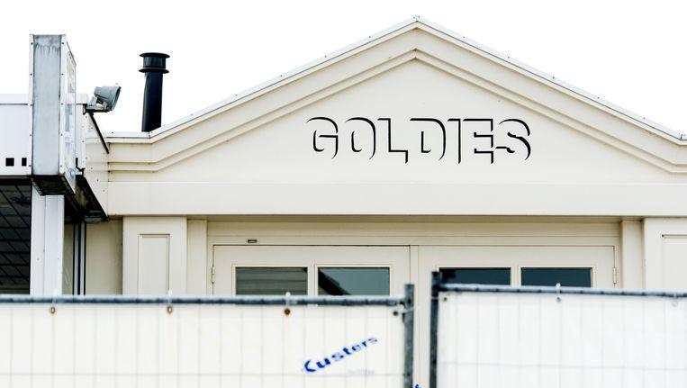 Het pand van juwelier Goldies aan de Milhezerweg in Deurne achter hekken van de politie. Beeld ANP