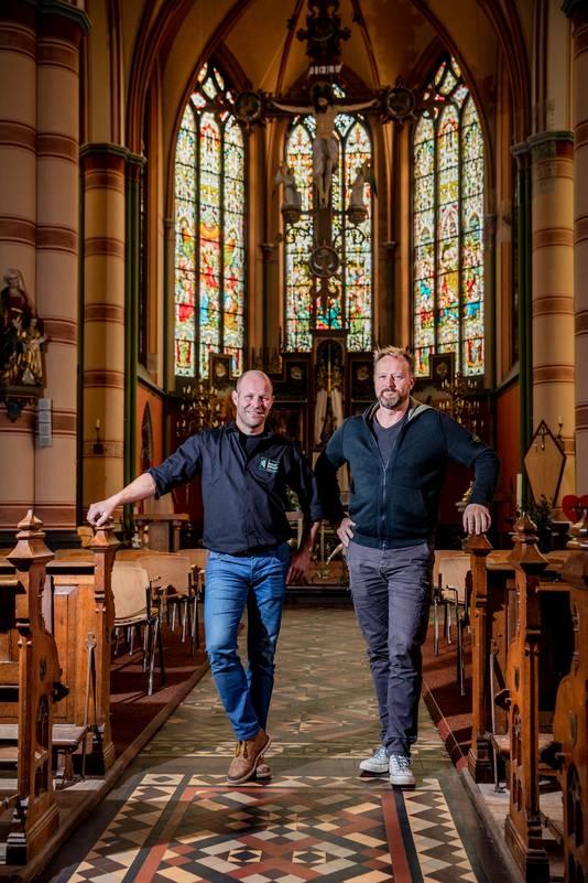 Joost Jansen en Patrick Leferink (met baard) in de Martinuskerk.