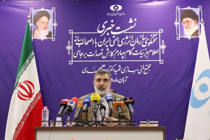 Woordvoerder Behrouz Kamalvandi van de Iraanse Atoomenergieorganisatie tijdens een persconferentie, eergisteren,  in de uraniumverrijkingsfabriek Fordo in Qom, zo'n 130 kilometer ten zuiden van de hoofdstad Teheran.