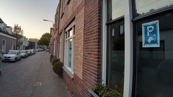 Posteractie in Zandberg tegen invoering van betaald parkeren.