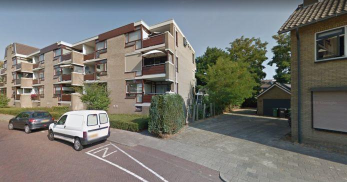 De Harnjeshof in de Spelstraat. De rest van de straat krijgt volgens de huidige plannen dezelfde hoogte als er nieuwbouw komt op de plek van de bebouwing rechts.