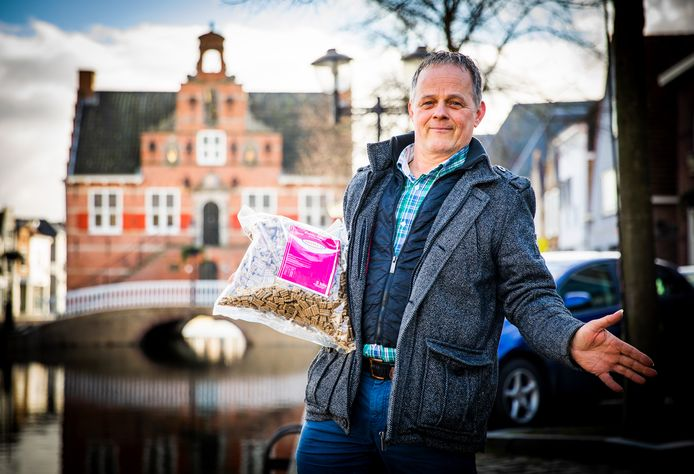 Diervoeder mag niet meer op de weekmarkt in Oud-Beijerland staan van Gemeente Hoeksche Waard.