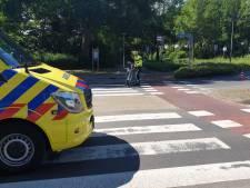 Fietsster naar ziekenhuis na aanrijding op rotonde in Losser