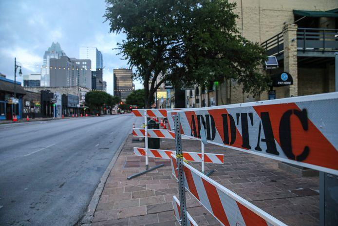 Plusieurs tirs ont été rapportés vers 01H30 dans une rue très fréquentée du centre-ville.