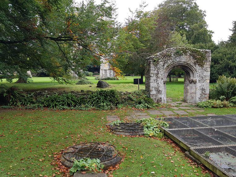 De ruïnes van de abdij van Walsingham en de plek waar edelvrouw Richeldis een goddelijk visioen kreeg. Beeld RV