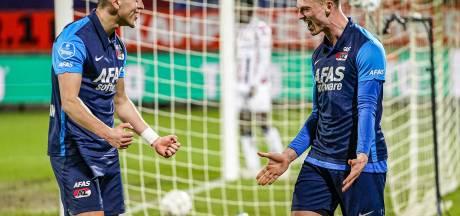 Een vroege rode kaart, twee afgekeurde goals, maar toch wint AZ van zwak Willem II