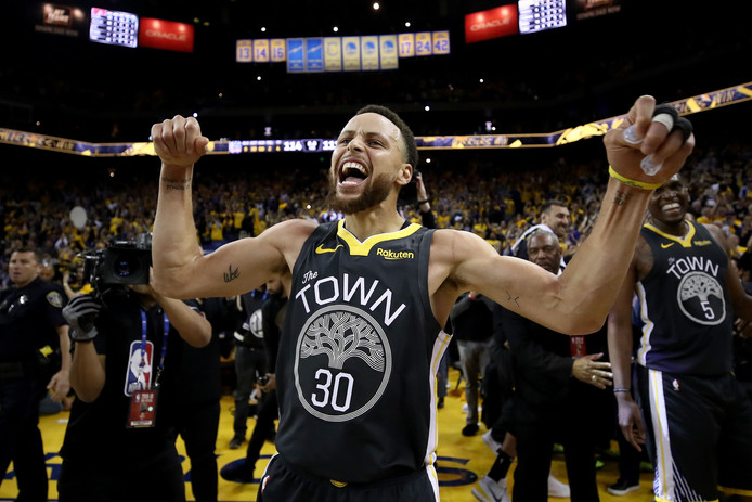 OAKLAND, CALIFORNIA - MAY 16: Stephen Curry #30 of the Golden State Warriors celebrates after defeating the Portland Trail Blazers 114-111 in game two of the NBA Western Conference Finals at ORACLE Arena on May 16, 2019 in Oakland, California. NOTE TO USER: User expressly acknowledges and agrees that, by downloading and or using this photograph, User is consenting to the terms and conditions of the Getty Images License Agreement.   Ezra Shaw/Getty Images/AFP (Photo by EZRA SHAW / GETTY IMAGES NORTH AMERICA / AFP)