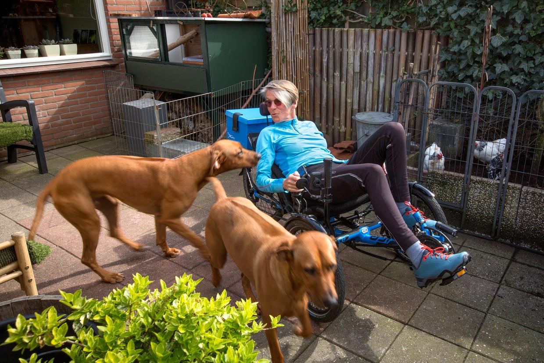Rina Arendse met haar hulphonden Noach en Prediker.