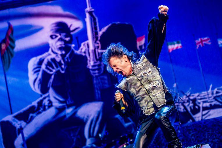 Dickinson in actie met Iron Maiden.  Beeld Stefaan Temmerman
