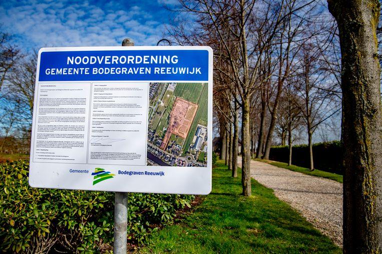 De gemeente Bodegraven Reeuwijk heeft beveiliging ingezet op de begraafplaats Vredehof om complotdenkers en hun sympathisanten te kunnen weren.  Beeld ANP