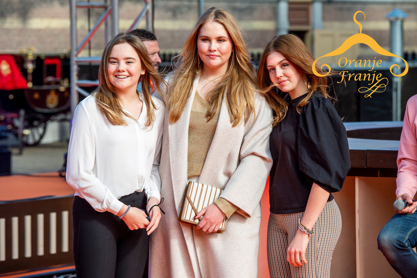 De prinsessen tijdens Koningsdag: Ariane, Amalia en Alexia.