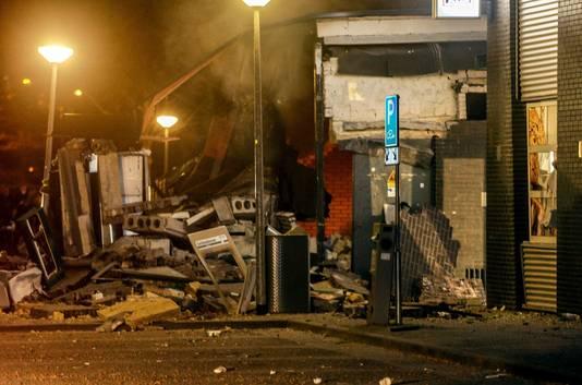 Bij een winkelcentrum in Doetinchem heeft een plofkraak voor een enorme ravage gezorgd. De explosie had rond 23.15 uur plaats en was in de verre omtrek te horen.