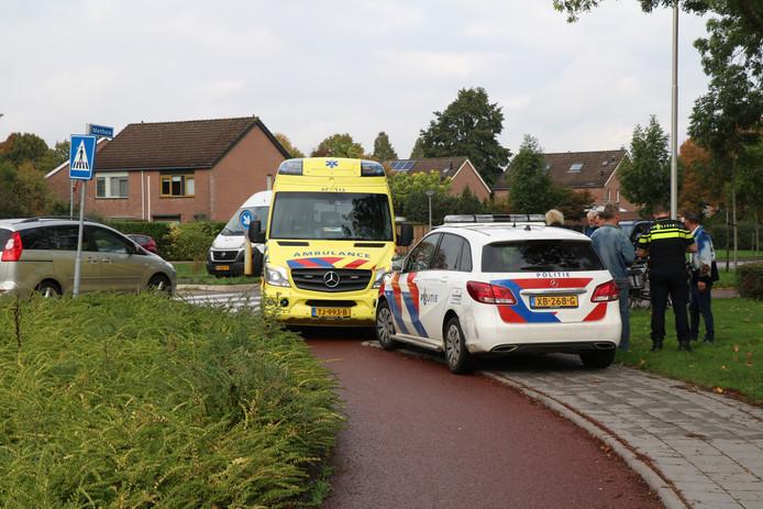 Bij een ongeluk in Zevenaar is een fietsster aangereden door een auto.