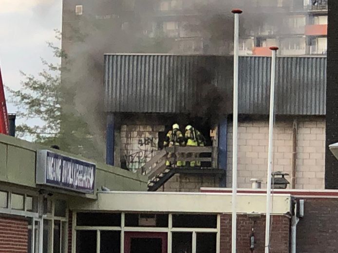 Brandweerlieden bij de Stilohal