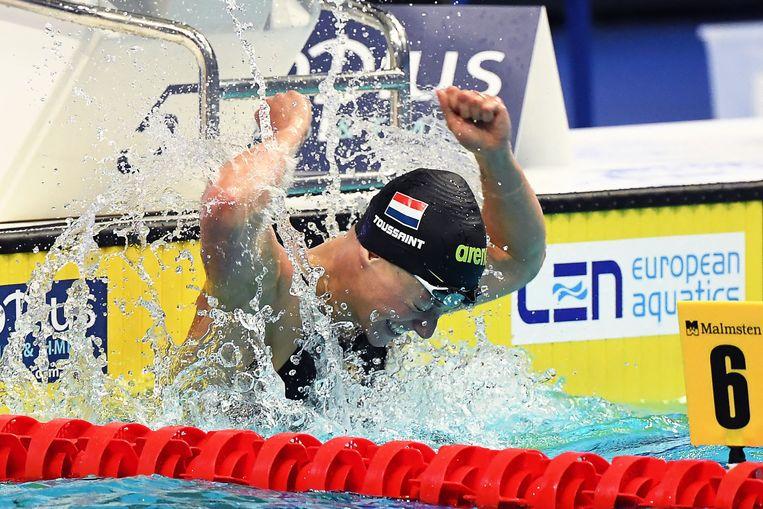 Kira Toussaint na het behalen van de Europese titel op de 50 meter rugslag. Beeld AFP