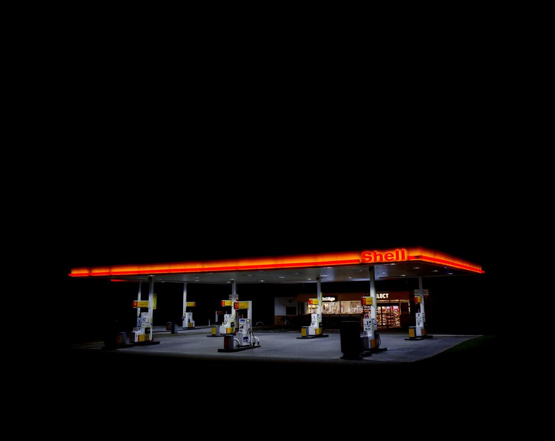 Benzinestation van Shell. Beeld Dan Parratt / Millennium Images