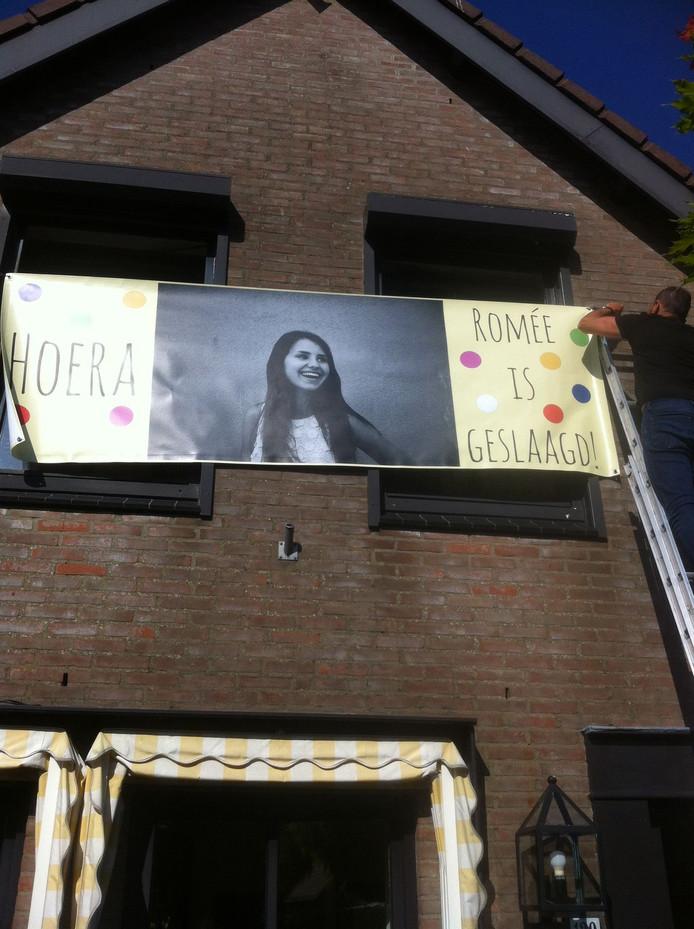 Hi Romée, gefeliciteerd!!!! Na al dat zwoegen kun je nu heerlijk vakantie vieren! Hartelijke groeten uit Barneveld.