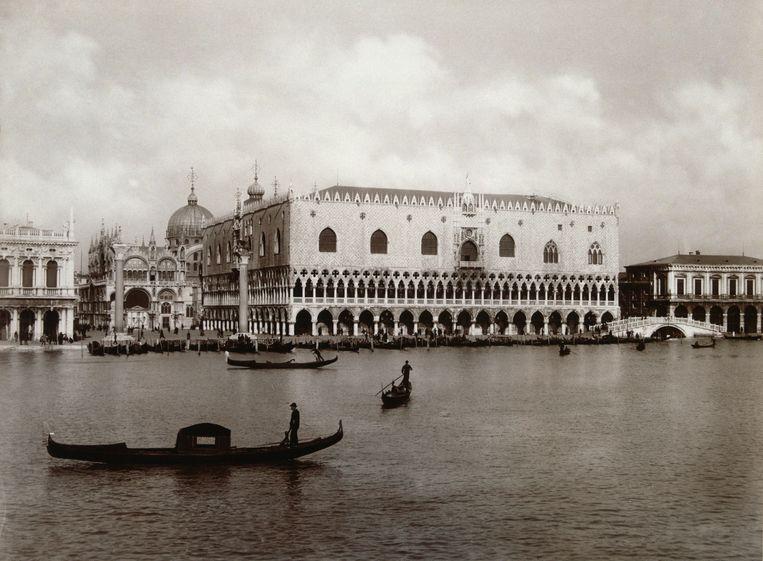 Gondels tegenover de Dogana in Venetië.  Beeld Getty Images