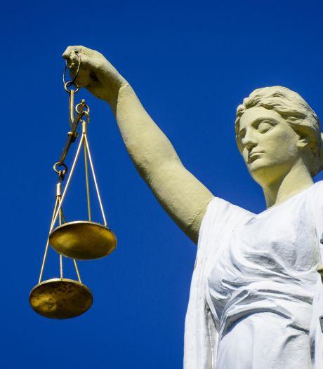 Celstraf voor veelpleger uit Enschede die vriend bijna de hersens insloeg met een hamer