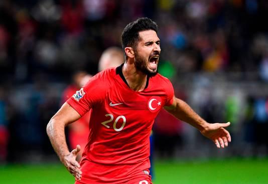 Emre Akbaba scoorde twee keer voor Turkije in de slotfase tegen Zweden.