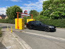 Er is nog één poort met hoogtebeperking overgebleven. De andere opstelling bestaat enkel uit de bekende geel-zwarte betonblokken.