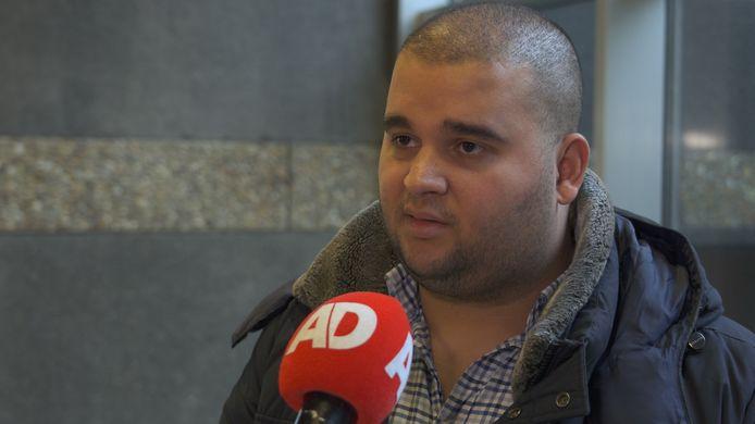 Een familielid vertelt voor camera van het AD over het lot van de verwarde Syriëgangster Chadia B.