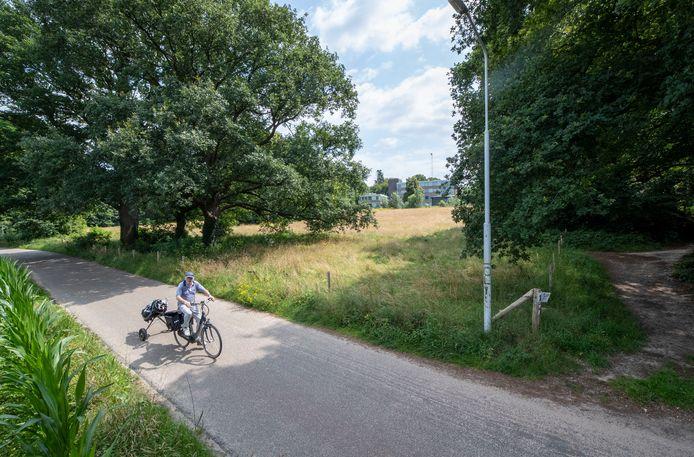 De Dorschkamp gezien vanaf de Dorskampweg. Het liefst zou ecologische woongemeenschap De Beuk het hele terrein omtoveren tot een ecologische wijk.