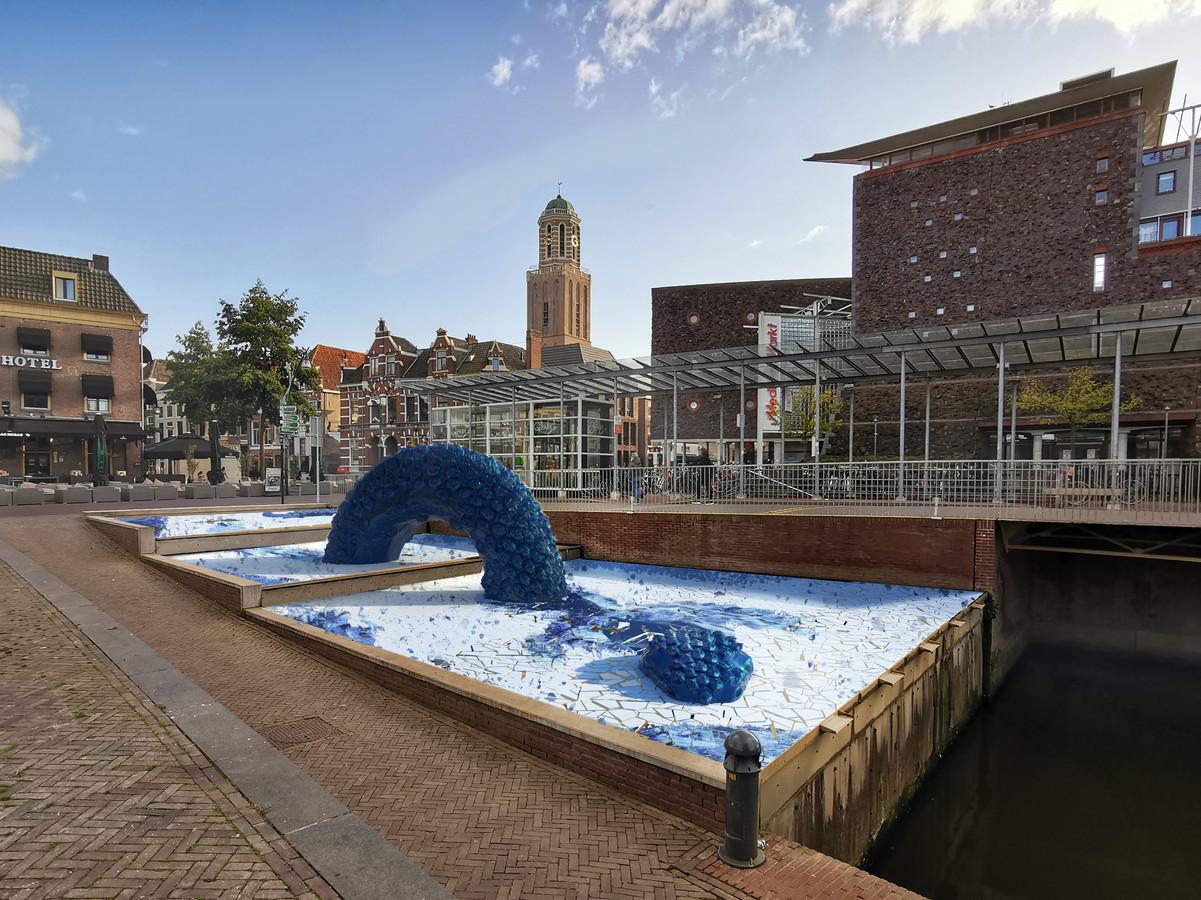 Een van de twee ontwerpen voor de Zwolse Draak. Door nu met de impressiebeelden naar buiten te komen, hopen de initiatiefnemers dat Zwollenaren massaal achter hun plan gaan staan.