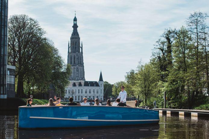 Twee elektrische boten varen vanaf Hemelvaartsdag door de Bredase singels.