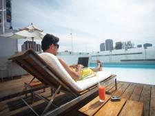 Bekentenis van een vakantiedoorwerker: 'Nu echt eens zónder laptop aan het ontbijtbuffet'