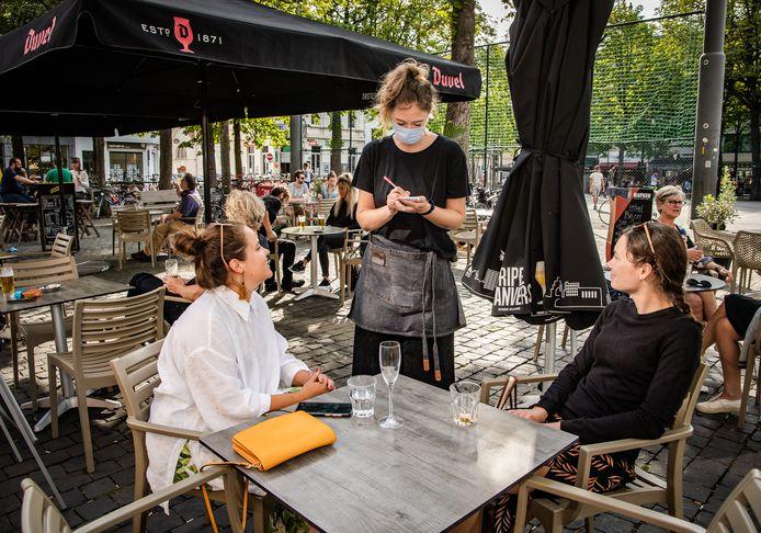 De persoonlijke gegevens die klanten bij cafés en restaurants achterlaten worden voorlopig nog niet gebruikt voor contactonderzoek.