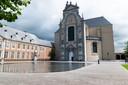De abdijsite in Averbode maakt indruk op Haekens. Wat lager gelegen vind je het belevingscentrum Het Moment terug waar je verschillende Averbode-producten kan proeven.