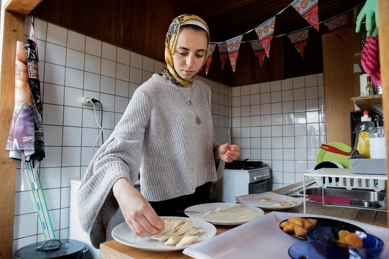 Dinsdag begint de ramadan, Salma is zich alvast aan het voorbereiden. Beeld Inge van Mill