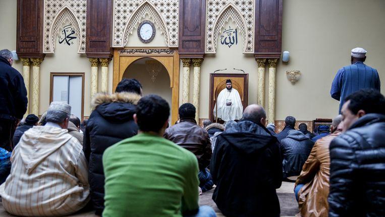 Een imam in een Nederlandse moskee. Beeld Jerry Lampen