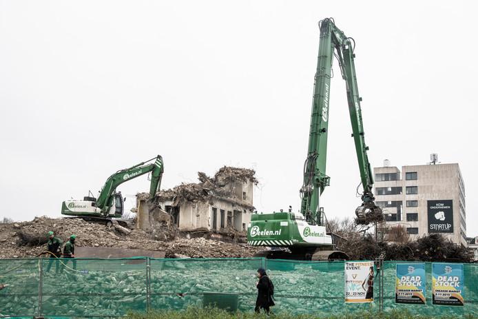 Het laatste stukje dat van Metterswane nog overeind staat. Maar onder de grond rest nog maandenlang sloopwerk.