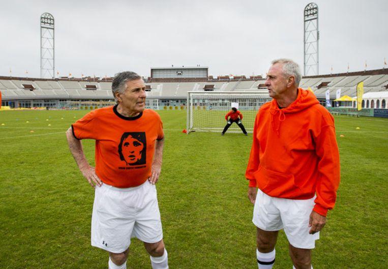 Sjaak Swart (l) met Johan Cruijff. Beeld ANP