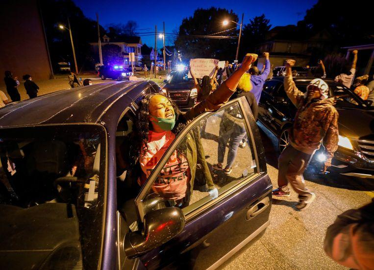 Protest tegen het politieoptreden in Elizabeth City, North Carolina maandag. Beeld REUTERS