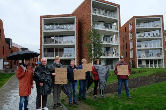 Enkele bewoners van de Sionsite protesteerden tijdens de onthulling van het kunstwerk.