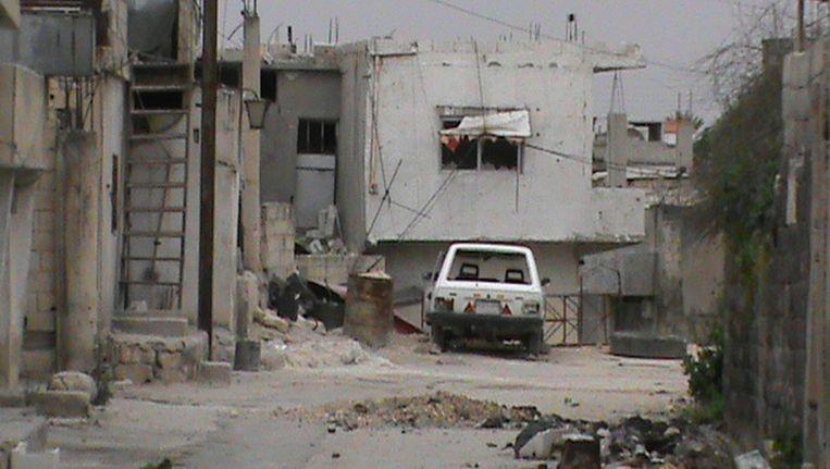 Een verlaten straat in de Syrische stad Homs. Beeld afp