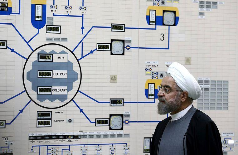 Iraans president Hassan Rouhani in de nucleaire centrale van Bushehr. Beeld AP