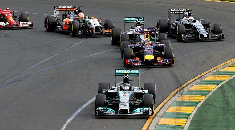 epa04127472 German Formula One driver Nico Rosberg (F) of Mercedes AMG GP leads the pack during the Australian Formula 1 Grand Prix at the Albert Park circuit in Melbourne, Australia, 16 March 2014.  EPA/SRDJAN SUKI Beeld EPA