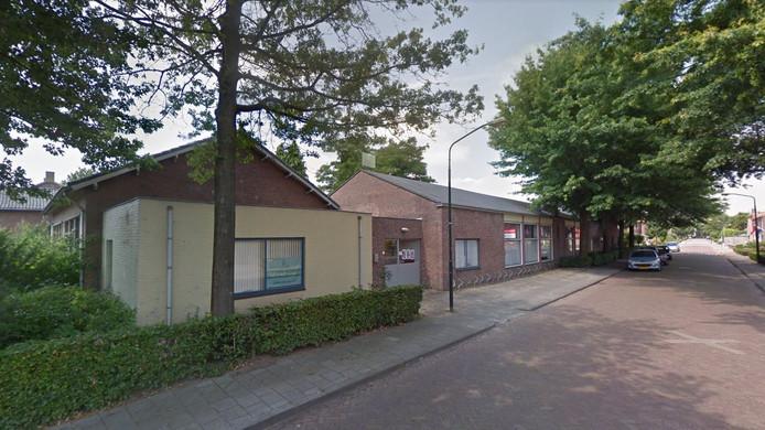 De inmiddels gesloopte bibliotheek met Kreativiteitscentrum De Werckwinckel aan de Schoolstraat in Hilvarenbeek